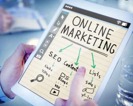 jelaskan perbedaan pemasaran luring dan bisnis online